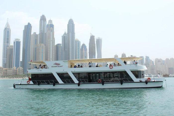 В Дубае начали работать мини-круизы «Чай на закате»