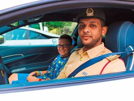 По Дубаю на полицейских суперкарах