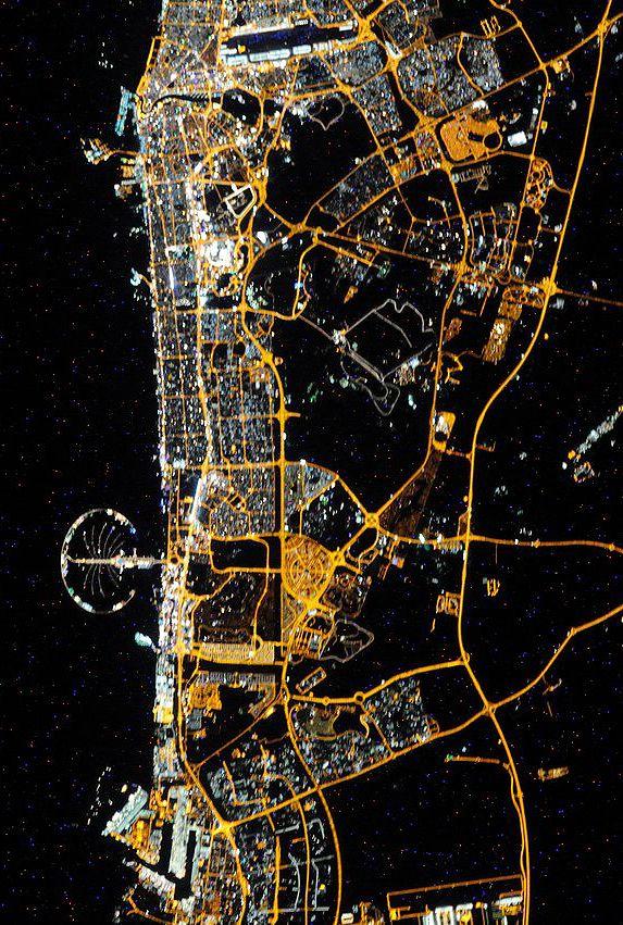 Дубай: фото из космоса